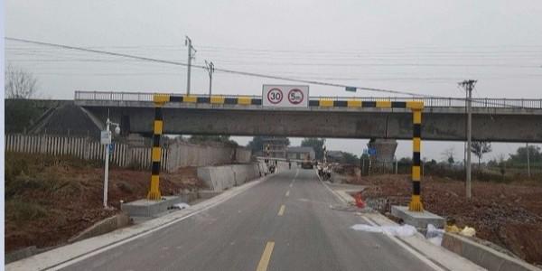 荣昌县公路路政管理大队成功采购华程路安50套限高门架式交通标志牌