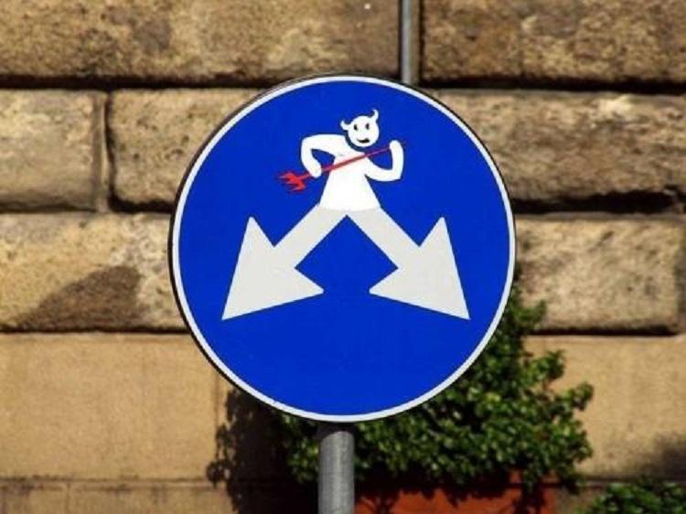 修改后的交通标志牌