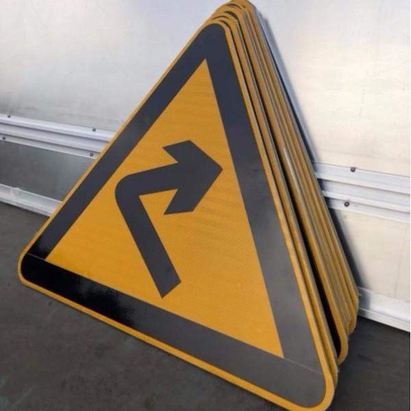 夜晚中也能看到道路交通标志牌?华程路安带你来了解