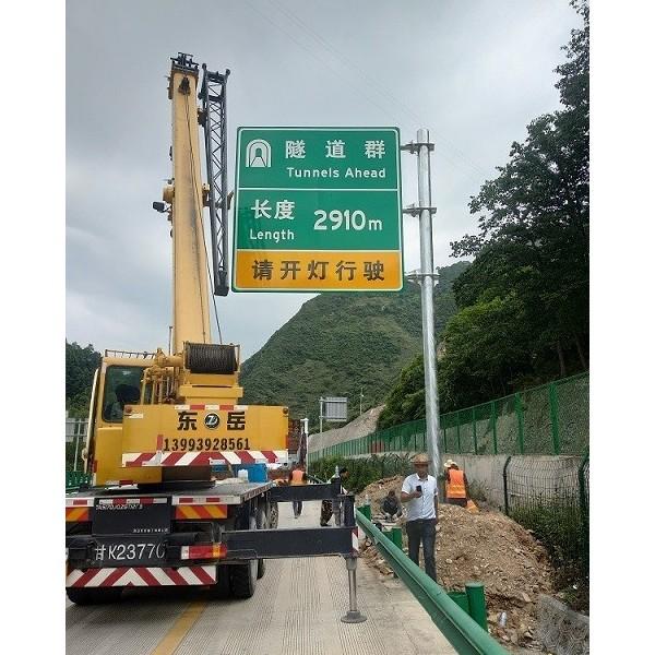 华程路安解析交通标志牌安装预埋件的施工要求