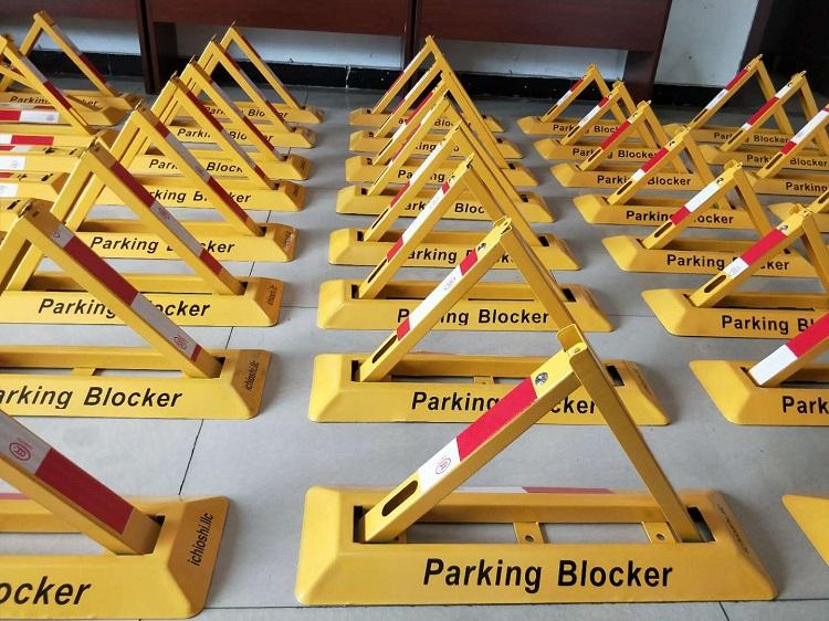 成都交通标志牌,停车位锁